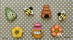 PuntiniPuntini Bees and Flowers Buttons - click to see more
