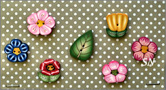 PuntiniPuntini Flowers Buttons - click to see more